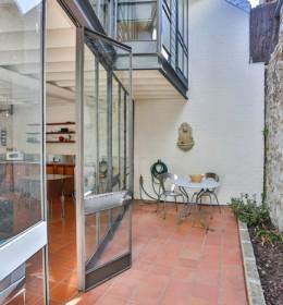 modern outdoor courtyard in fremantle